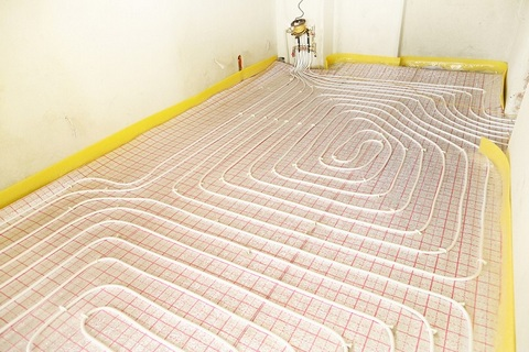 Floor pipelines for hydronic heating