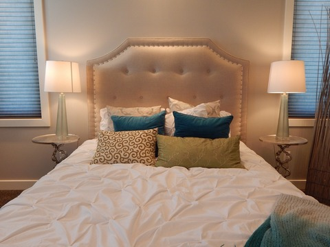 Decorative pillows in the bedroom