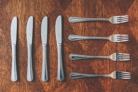 A set of four cutlery knives and forks