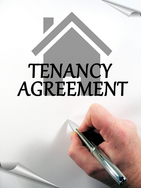 Signing up tenancy agreement