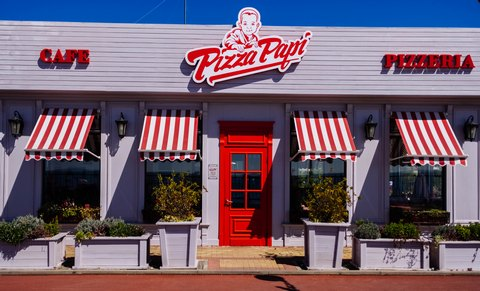 Pizza Papi's store red-and-white striped window awanings